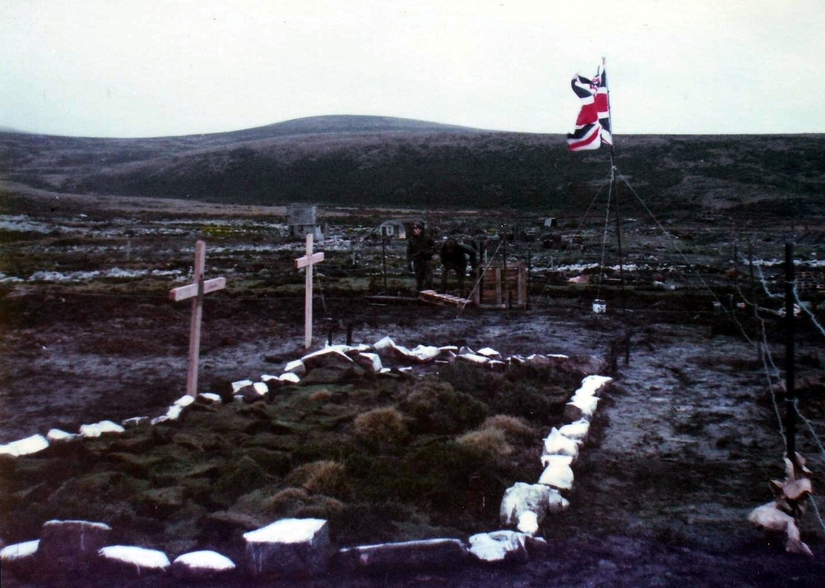 British Graves located near the Ajax Bay Field Hospital, Falkland Islands. 1982. Photo Courtesy of Ken Griffiths.
