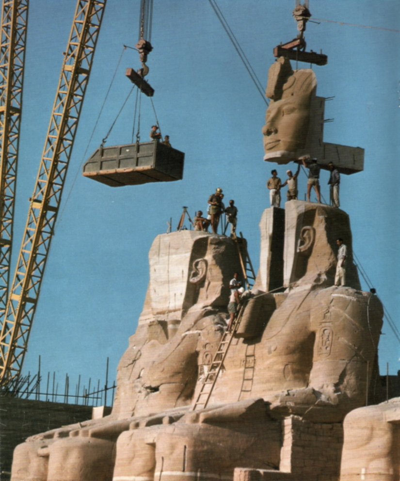 Ramses' Face is Lifted into Place at Abu Simbel. 1967. Photo Courtesy of: Forskning & Framsteg. Wikimedia Commons.