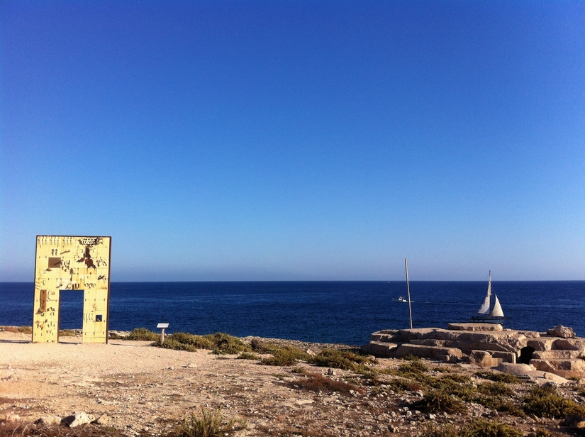 """""""Gate to Lampedusa—Gate to Europe."""" Monument to Migrants Lost at Sea by Mimmo Paladino. Photo courtesy of: Vito Manzari, 2014. Wikimedia Commons."""